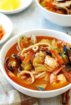Jjamppong (also spelled jjambbong) is a Korean spicy seafood noodle soup! With this jjamppong recipe, you'll find this restaurant favorite is surprisingly easy to make at home Jjamppong (Korean Spicy Seafood Noodle Soup) - Korean Bapsang Nanaka nan Seafood Soup Recipes, Seafood Stew, Dinner Recipes, Korean Seafood Soup Recipe, Seafood Ramen, Noodle Recipes, Comida Ramen, Spicy Soup, Asian Recipes