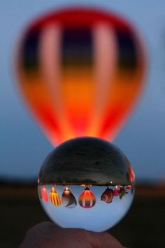 / Hot Air Balloons Viewed Through a Lens Ball Reflection Photography, Photography 101, Creative Photography, Amazing Photography, Illusion Photography, Bubble Pictures, Gothic Wallpaper, Photo Lens, Son Luna