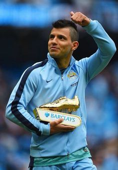 Sergio Aguero Gets The Golden Boot 2015