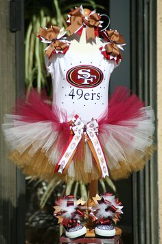 Im not a 49ers fan (well, Im not really an anything fan, lol) but I love the tutu and matching shoes for whatever team hubby likes.