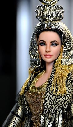 Noel Cruz creations remarkable resemblence to Elizabeth Taylor as CleopatraBarbie * herečka Elizabeth Taylor - z filmu Kleopatra.Noel Cruz creations Eliabeth taylor in Cleopatra and yes this is a dollFind dolls & sets at The Entertainer. Elizabeth Taylor, Cleopatra, Barbie Celebrity, Barbie Collector, Barbie World, Barbie Friends, Ooak Dolls, Ball Jointed Dolls, Doll Face