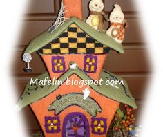 This is a haunted house, made of cardboard and lined with felt and is ready for scare everyone on halloween. but of tenderness! Halloween, Gingerbread, Country, Male Witch, How To Paint, Felting, Home, Houses, Rural Area