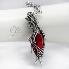 Fully hand made work (wire wrapping technique with oxydizing silver). Main base gem: topaz and garnet. Pendant Jewelry, Jewelry Box, Jewelery, Fantasy Jewelry, Wire Wrapped Jewelry, Wire Wrapping, Garnet, Topaz, Artisan