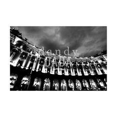"""Piazza Esedra L'opera """"Piazza esedra"""" di Massimo Margagnoni appartiene alla collezione """"Roma"""". Roma è sempre magica sia di giorno che di notte. Nella collezione """"Roma"""" il fotografo Massimo Margagnoni immortala alcuni dei simboli della città eterna. Un tour pervaso dalla dimensione del ricordo inteso come grande luogo ricco di contenuti estetici da rivalutare. La fotografia, come una bussola, spinge il fotografo a solcare la forma e la luce."""