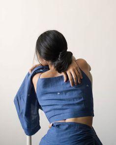 Blouse Back Neck Designs, Fancy Blouse Designs, Saree Jacket Designs, Silk Saree Blouse Designs, Stylish Sarees, Stylish Dresses, Dressing, Stylish Blouse Design, Indian Fashion Dresses