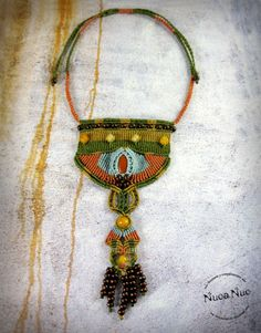 Pendant, handmade macrame, African-inspired, with red jasper and agate orange. green, orange, blue and yellow colors. For your casual wear or wear your basic clothes. Made with waxed polyester thread, wooden beads, agate beads and red jasper cabochon. Closure running knot. (Choose your closure: button, snap hook, running knot, ball, etc.) Any piece can be customized or adapted to your preferences. If you have something in mind that you can not find anywhere, consult me, maybe we can…