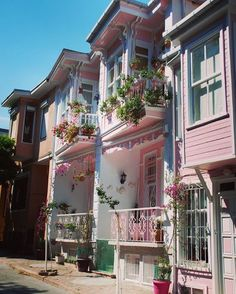 Turkish Traditional Houses - İkiz Evler (Twin Houses) in Heybeliada (Princess Islands) of Istanbul. Pink Houses, Old Houses, Colorful Houses, What A Wonderful World, Wonderful Places, Most Beautiful Cities, Beautiful World, Places Around The World, Around The Worlds
