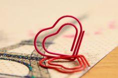 Si le escribirás cartas de amor dales un toque más original con estos clips con forma de corazon!