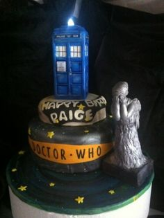 DOCTOR WHO CAKE, COMPLETE WITH WEEPING ANGEL | Ok y'all...who's going to make this for me???