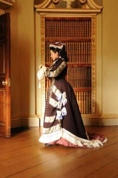 A 1877 promenade costume by Prior Attire. Pattern and instructions available in our book, The Victorian Dressmaker. Photo by Timelight Photographic. 1890s Fashion, Edwardian Fashion, Steampunk Fashion, Historical Costume, Historical Clothing, Damsel In This Dress, Bustle Dress, Period Outfit, Dress Tutorials