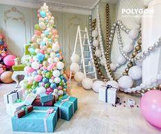 Вы думаете, что елки бывают только колючие? А вот и нет Наша елочка из шариков Оформление зала Алиса в фотостудии @polygon_photo #фотосессияспб #фотозона #шарикиспб #шарыспб #фотостудияспб #идеидляновогогода #елка #елочка