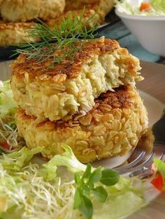 Kotlety z kalafiora i kaszy jaglanej Veggie Fritters, Vegan Recipes, Cooking Recipes, Polish Recipes, Polish Food, Salmon Burgers, Macaroni And Cheese, Food And Drink, Yummy Food