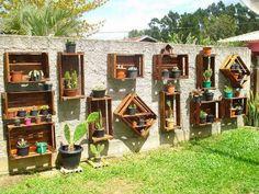 horta vertical com paletes e garrafa pet - Pesquisa Google