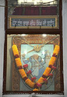 Golden Temple- Gurudwara Baba Deep Singh Guru Nanak Wallpaper, Baba Deep Singh Ji, Sai Baba Miracles, Guru Nanak Jayanti, Guru Pics, Indian Spirituality, Harmandir Sahib, Showing Respect, Divine Grace
