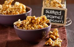 Here's a way to turn your next night in with your favourite movie into a gold class experience with the latest trend in treats. Salted Caramel Popcorn is Ed's amazingly delicious mix of sweet and salty that is super simple to make. Flavored Popcorn, Popcorn Recipes, Baking Recipes, Dessert Recipes, Easter Recipes, Salted Caramel Popcorn, Delicious Desserts, Yummy Food, Sweet And Salty