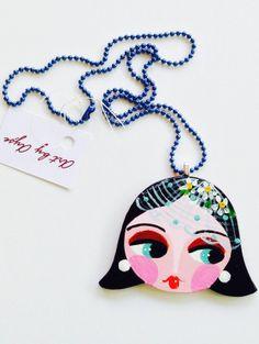 Daisy girl wooden necklace / Papatyalı kız, ahşap kolye www.gigidukkan.com