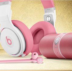 Small headphone space   beatstwo.teenblog.com http://beatstwo.teenblog.com/post/533463/small_headphone_space.html