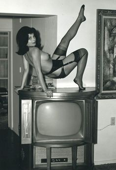 Brenda would do simply anything to be on television, Circa Old Photos, Vintage Photos, Vintage Photographs, Vintage Ladies, Retro Vintage, Vintage Stockings, No Photoshop, Showgirls, Look At You