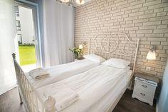 """Słoneczny apartament """"Chmielna Garden II"""" z prywatnym ogrodem znajduje się w samym sercu Gdańska, na Wyspie Spichrzów. Alcove, Bed, Furniture, Home Decor, Decoration Home, Stream Bed, Room Decor, Home Furnishings, Beds"""