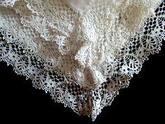 Bedfordshire lace handkerchief, 1890s - Victorian lace - Victorian hankie - linen lace - antique lace - traditional lace - lace hankie -- de HankiesHandkisses en Etsy