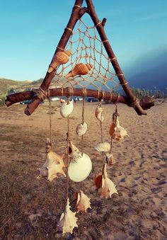 Seashell Wind Chimes, Diy Wind Chimes, Seashell Art, Seashell Crafts, Ocean Crafts, Beach Crafts, Nature Crafts, Seashell Projects, Driftwood Crafts