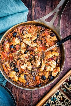 This one-pot Spanish chicken, chorizo and lentil stew is such a perfect comfort food for the colder weather and ready in 30 minutes. Spanish Chicken And Chorizo, Chicken With Olives, Spanish Stew, Spanish Dishes, Spanish Meals, Spanish Recipes, Portuguese Recipes, Spanish Food, Duck Recipes