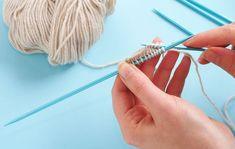 Maschen aus der Anschlagsrunde auf die Nadel gehoben – Toe-Up-Socken stricken