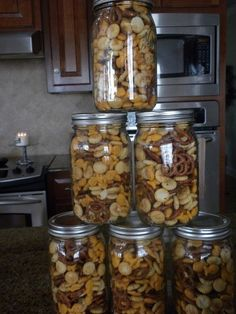 Zesty Snack Mix (Paula Deen Recipe) Two packages oyster crackers One 1 lb. package cheese-flavored fish shaped crackers One 1 pound package miniature pretzel twists 1 cup butter - melted 2 teaspoons lemon pepper seasoning 1 teaspoon dried dill 1 teasp Snack Mix Recipes, Yummy Snacks, Healthy Snacks, Cooking Recipes, Snack Mixes, Dry Snacks, Trail Mix Recipes, Cheese Snacks, Jar Recipes