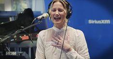 Jennifer Nettles Sings Christmas Mashup Of 'O Holy Night' And 'Hallelujah' - Christian Music Videos