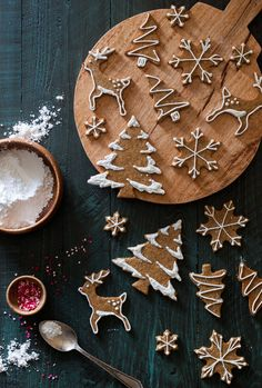 Old-Fashioned Gingerbread Cookies + a Giveaway! - The Kitchen McCabe weihnachtskekse Old-Fashioned Gingerbread Cookies + a Giveaway! - The Kitchen McC Christmas Sweets, Christmas Gingerbread, Christmas Cooking, Noel Christmas, Christmas Goodies, Christmas Decorations, Italian Christmas, Christmas Recipes, Christmas Flatlay