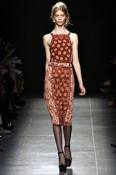 Robe tablier + fleurs  - Bottega Veneta S/S13