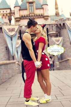 This is too cute. This will be my boyfriend and I when we go visit Disneyland. Hopefully soon!! Parejas Cosplay, Parejas Disney, Cute Relationships, Relationship Goals, Relationship Images, Cute Couples Costumes, Disney Couple Costumes, Cute Couple Halloween Costumes, Costumes For Teens