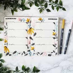 20 Bullet Journal Weekly Spread Ideas You'll Want To Try - Its Claudia G - Flowers bullet journal theme. If you need bullet journal inspiration, here are the best bullet jou - Bullet Journal Weekly Spread Layout, Bullet Journal Aesthetic, Bullet Journal Notebook, Bullet Journal Ideas Pages, Bullet Journal Inspo, Bujo Weekly Spread, Minimalist Bullet Journal Layout, February Bullet Journal, Life Journal