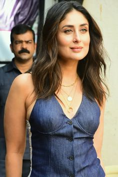 Kareena Kapoor Rocked A Waist Coat With Bell Bottom Denims And Proved That She Is The Ultimate Slay Queen - HungryBoo Bollywood Actress Hot Photos, Bollywood Girls, Bollywood Celebrities, Kareena Kapoor Bikini, Kareena Kapoor Pics, Glamour Ladies, Most Beautiful Indian Actress, Beautiful Celebrities, Indian Beauty
