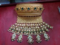 Discover recipes, home ideas, style inspiration and other ideas to try. Royal Jewelry, India Jewelry, Gold Jewelry, Antique Jewellery, Gold Pendant, Pendant Jewelry, Rajput Jewellery, Bridal Jewellery, Bollywood Jewelry