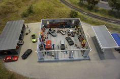 Eine Garage in Ungarn. Loki, Budapest, Garage, Hungary, Model Train, Carport Garage, Garages, Car Garage, Curls