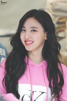 Twice-Nayeon 180520 JYP Store TWICELAND in seoul Day3