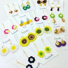 Jóias Crochet Art, Cute Crochet, Crochet Bracelet, Crochet Earrings, Beaded Earrings Patterns, Crochet Hair Styles, Crochet Accessories, Pattern Making, Handmade Necklaces