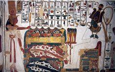 La reina Nefertari otorga ofrendas a Osiris, dios de los muertos