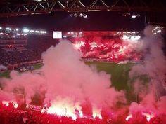 Olympiakos vs MU : Chaude ambiance ! - http://www.actusports.fr/90899/olympiakos-vs-mu-chaude-ambiance/