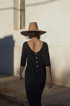 NOELE JERSEY DRESS | Washed cotton jersey. Tulip shaped. Scooped neck - more scooped at the back. Four-button opening at back. 3/4 sleeves. Pockets.