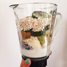 How To Make A Detox Smoothie - with delicious and nutritious smoothies Oatmeal Smoothies, Breakfast Smoothies, Smoothie Drinks, Healthy Breakfast Recipes, Healthy Smoothies, Healthy Drinks, Smoothie Recipes, Healthy Recipes, Get Skinny