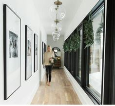 Interior design online shop elegant home accessories and decoration HOATE - Here you can see very well that a narrow passage does not necessarily have to act like a hose. Home Design, Flur Design, Design Ideas, Hallway Decorating, Interior Decorating, Interior Design, Decorating Ideas, Interior Colors, Decor Ideas