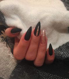 Black and glitter stiletto nails. Aycrlic Nails, Hair And Nails, Manicure, Coffin Nails, Matte Nails, Stylish Nails, Trendy Nails, Green Nail Designs, Pointed Nails