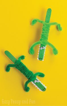 With just green paint, popsicle sticks, googly eyes, and pipe cleaners you and your kiddos will have a blast with this fun summer kids' craft.