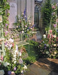 Flowers decorate Jane Austen's tomb in: Winchester Cathedral, Hampshire, England