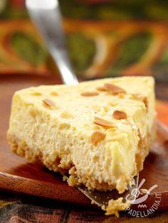 Sweet cream cheese and almonds - Il Dolce al formaggio fresco e mandorle è un concentrato di morbida e cremosa bontà: filadelfia, ricotta e mandorle si sposano perfettamente!