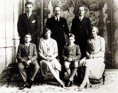 Alfonso XIII y sus hijos