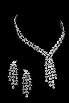 Real Diamond Necklace, Diamond Jewelry, Indian Wedding Jewelry, Gothic Jewelry, Necklace Designs, Jewelry Sets, Jewels, Earrings, Diamonds