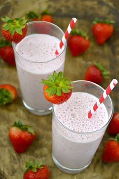All Natural Strawberry Milk! This is SO GOOD and super easy to make! Gluten free, natural and full of fresh strawberries!